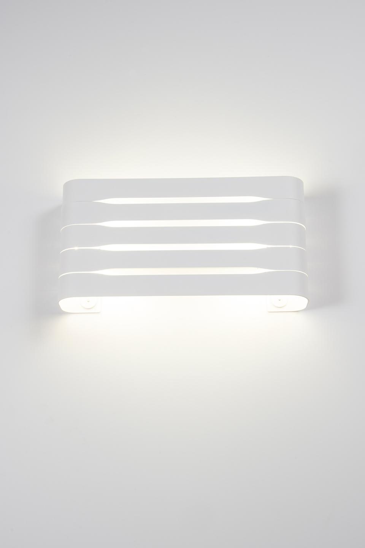 applique design en metal eclairage led et disponible en 3 couleurs