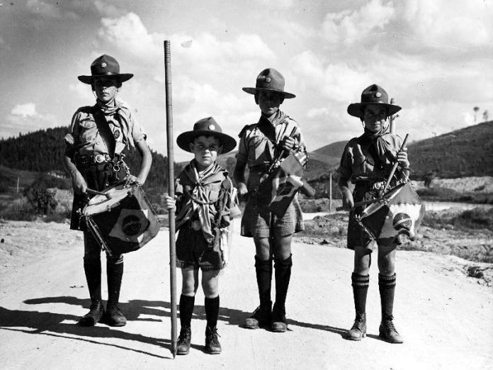 Jovens escoteiros de Volta Redonda