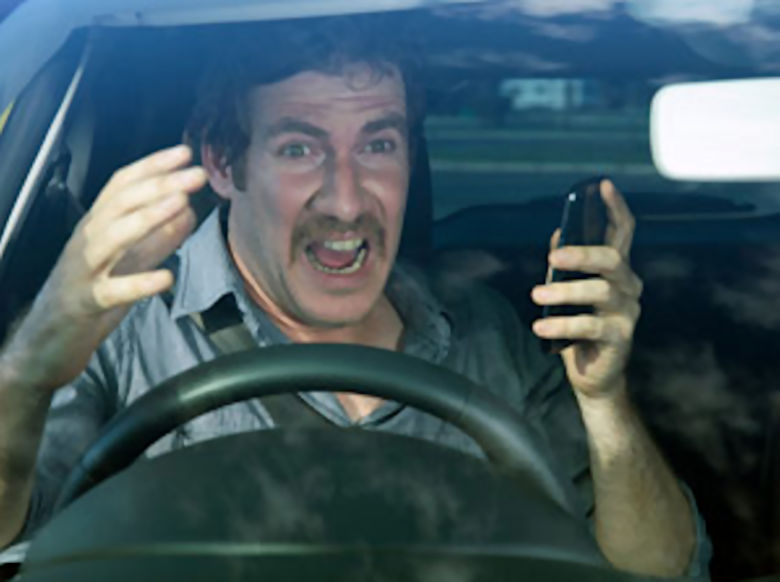 https://i2.wp.com/www.vrdriversim.com.au/wp-content/uploads/2017/02/Distracted_Driver-Male_7.jpg?w=1040&ssl=1