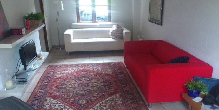 Gedeelte woonkamer. ( Inmiddels is er een tafeltje op wieltjes aan toegevoegd) :-)