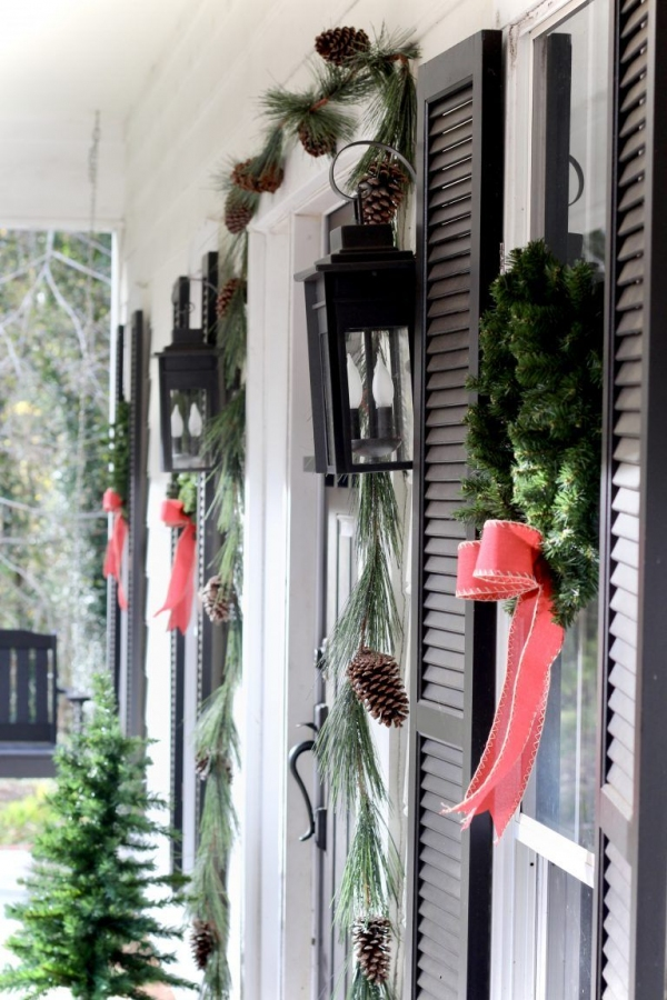 79 Beautiful Farmhouse Front Porches Decorating Ideas-3979