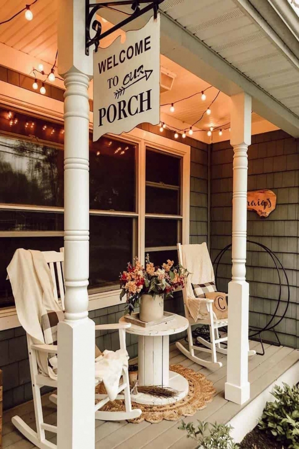 79 Beautiful Farmhouse Front Porches Decorating Ideas-4013