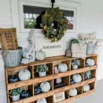 79 Beautiful Farmhouse Front Porches Decorating Ideas-4027
