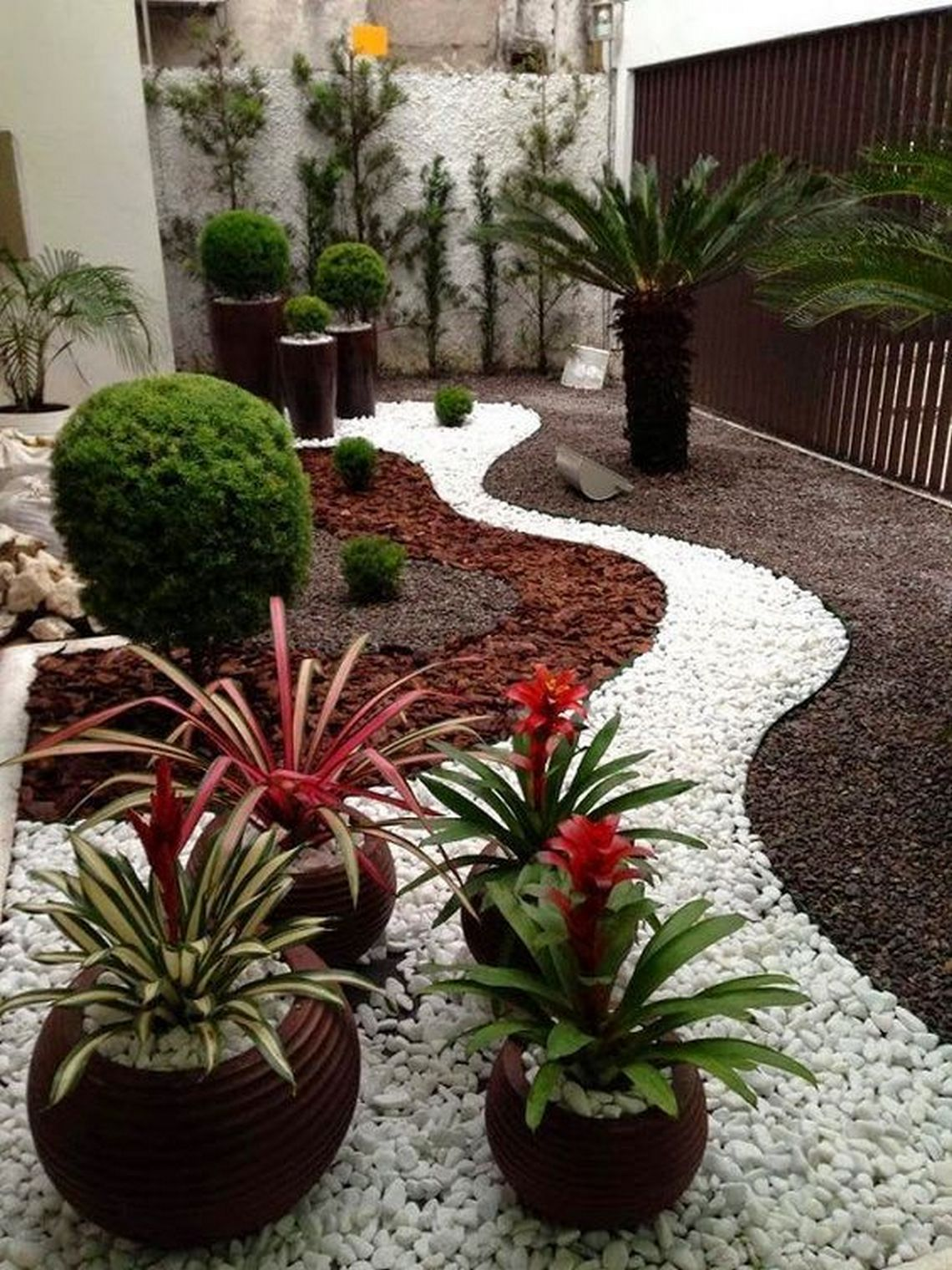 91 Small Backyard Landscape Decoration Models Are Simple And Look Creative 10