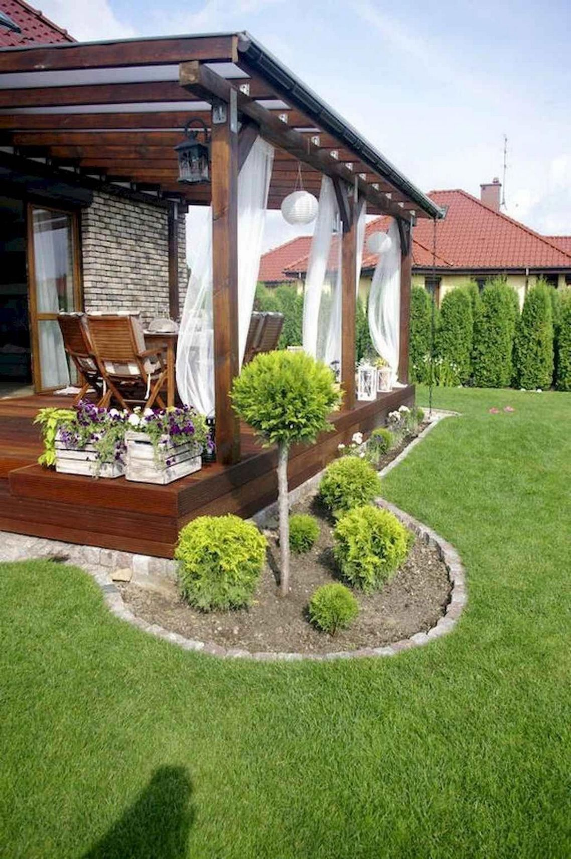 91 Small Backyard Landscape Decoration Models Are Simple And Look Creative 27