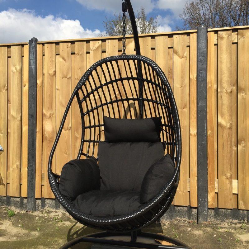 hangstoel in tuin