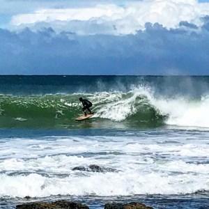 Surfer in Jeffrey's Bay, Zuid-Afrika