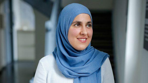 """Interview Chaïma Ahaddour: """"Vrouwelijk perspectief kan de theologie verrijken"""""""