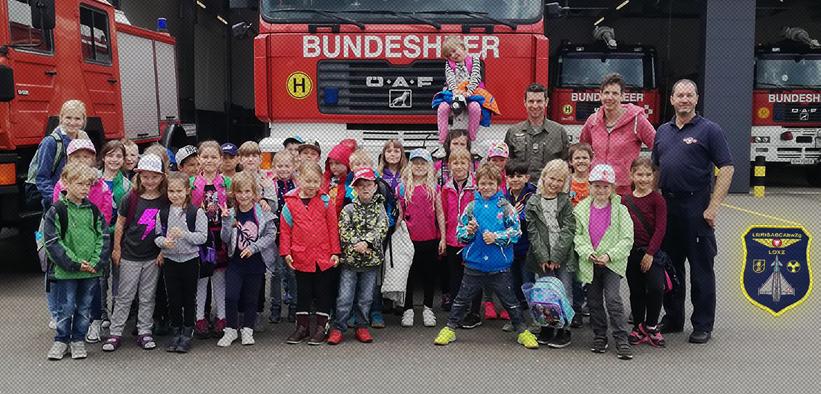 Die ersten Klassen besuchten die Feuerwehr des BH in Zeltweg