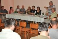 zastupitelé a hosté na zasedání