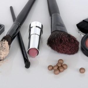 cosmetics-1367779_1280-1