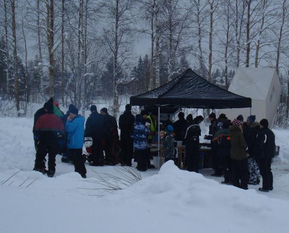 Många hungriga besökare vid hamburgartältet