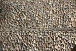 В Кордобе под ногами упираются ровные ряды гальки, вмурованной в землю.