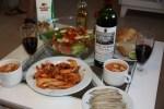 Креветки и салат с гигантской белой фасолью