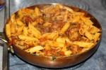 Мясные фрикадельки с томатным соусом и пенне