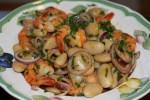 Салат из креветок с фасолью