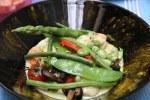 Гребешки с весенними овощами