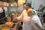На кухне ресторана с шеф-поваром и владельцем Николасом Паррондо