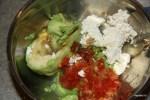Авокадо с помидорами и творожным сыром