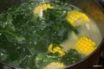 Добавляем в суп шпинат