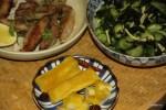 Жареное филе телапии с дайконом и салатом из водорослей