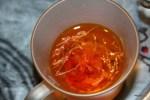 Рыльца шафрана, замоченные в горячей воде
