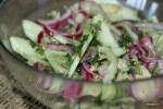 Огуречный салат с имбирно-чесночной заправкой