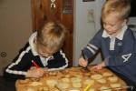 Чтобы печенье съесть, его нужно раскрасить