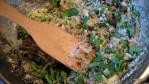Хлебные крошки, жареный лук и пряные травы с солью