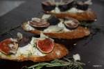 Ален Дюкасс рекомендует: тортины с инжиром, козьим сыром и медом
