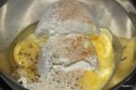 Рикотта, яйцо, пармезан, сливочное масло и мускатный орех