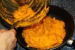 Пюре из тыквы подсушиваем на сковороде