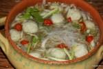 Популярный в Малайзии и Сингапуре китайский суп с рыбными шариками