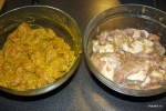 Курица и свинина в разных маринадах для сатеев