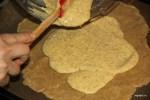 Выкладываем на тесто миндальную начинку (франжипан)