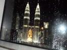 Вид из окна Sky бара на башни Петронас, Куала-Лумпур