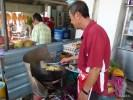 Один из специалитетов кухни ньонья: омлет с устрицами