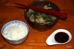Ба-Ку-Тэ едят с паровым рисом и острым соевым соусом