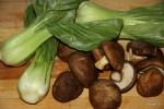 Капуста пак-чой и свежие грибы шиитаке