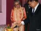 Посол Малайзии Дато Зайнол Абидин Омар и директор Национального офиса по туризму Малайзии Норида Камарудин дают старт фестивалю