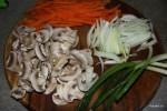 Овощи подготовлены для приготовления чапчхэ
