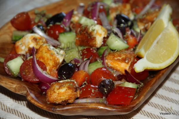 Греческий салат с теплым сыром фета
