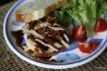 Сандвич с жареной свининой под кисло-сладким соусом