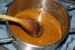 Карамель достигла нужной консистенции и цвета кофе с молоком