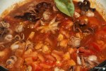 Тушим осьминожки в томатном соусе
