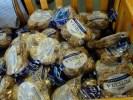 Уходя после смены, работники кондитерской фабрики берут домой свежий ржаной хлеб Fazer
