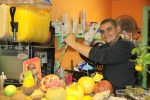 В Тель-Авиве на каждом шагу продают свежевыжатые соки из сезонных фруктов и овощей