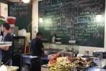 На рынке Кармель в Тель-Авиве готовят из свежих овощей с соседних прилавков