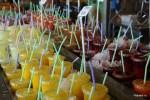 Свежевыжатые соки всех цветов радуги на рынке в порту Тель-Авива