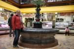 Единственное, что уцелело от старого Английского рынка после пожара 1980 года, это фонтан